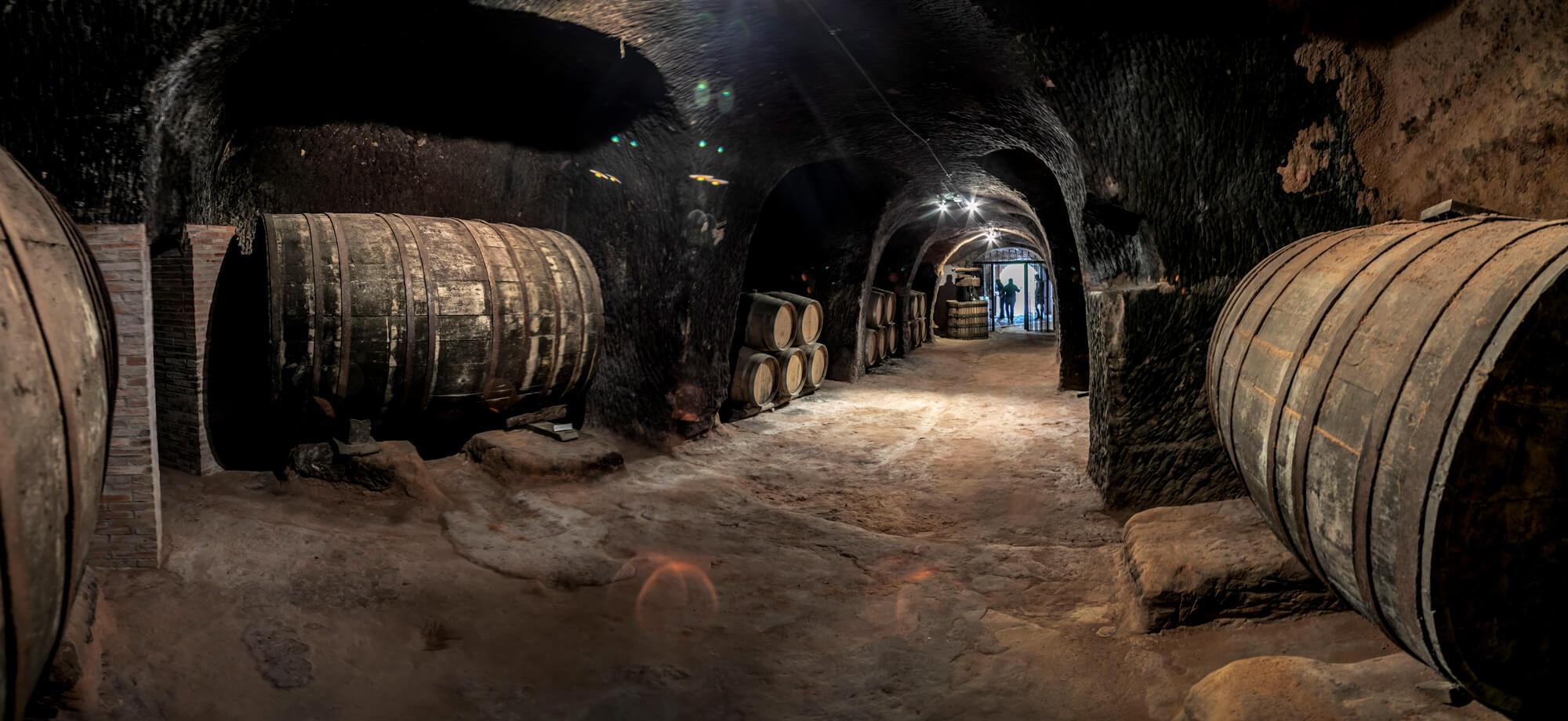 Interior de la bodega histórica Queirón