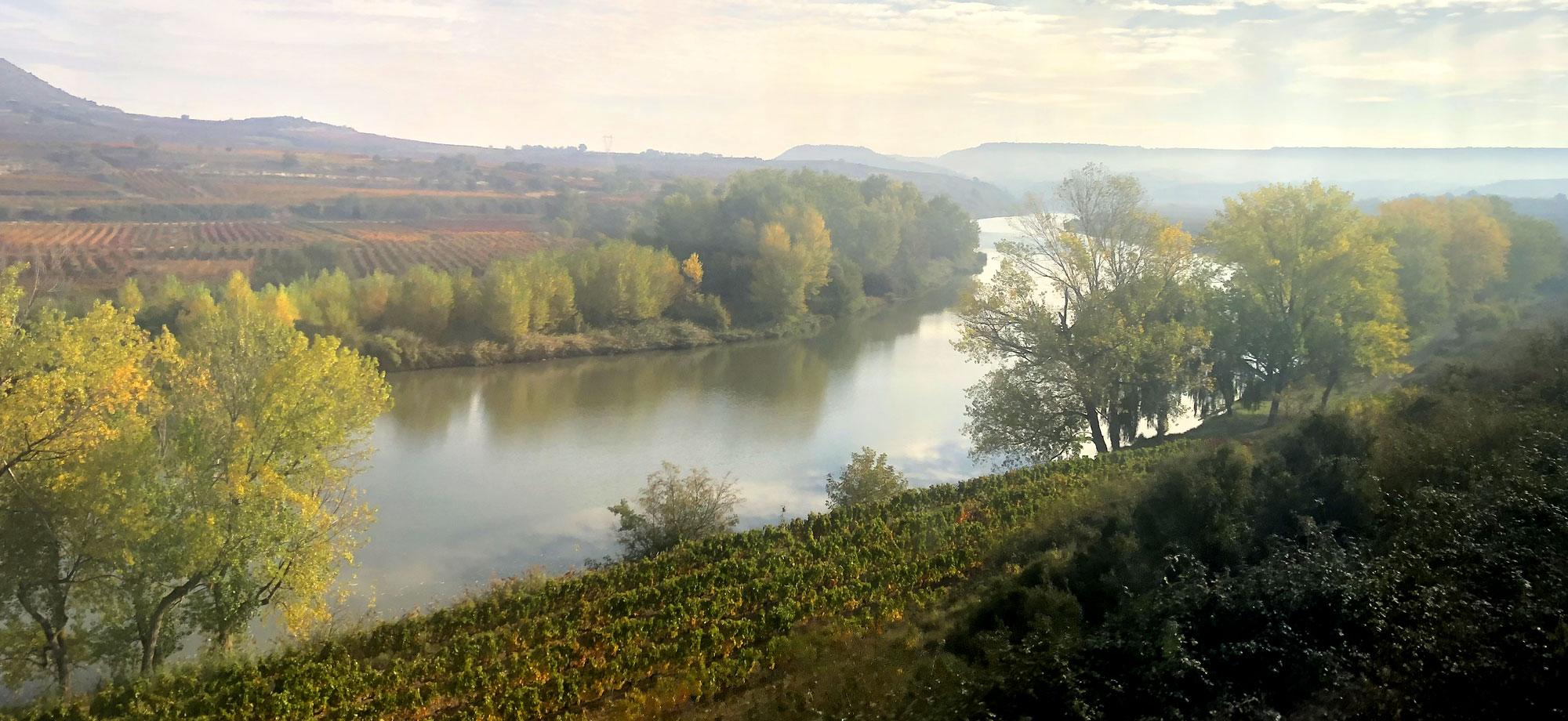 Uno de los característicos meandros que dibuja el Ebro a su paso por tierras riojanas